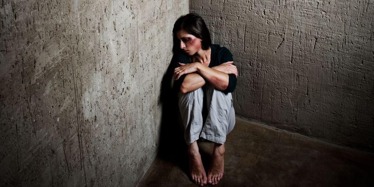 Mehr als zweimal am Tag muss die Polizei in Luxemburg wegen häuslicher Gewalt einschreiten.