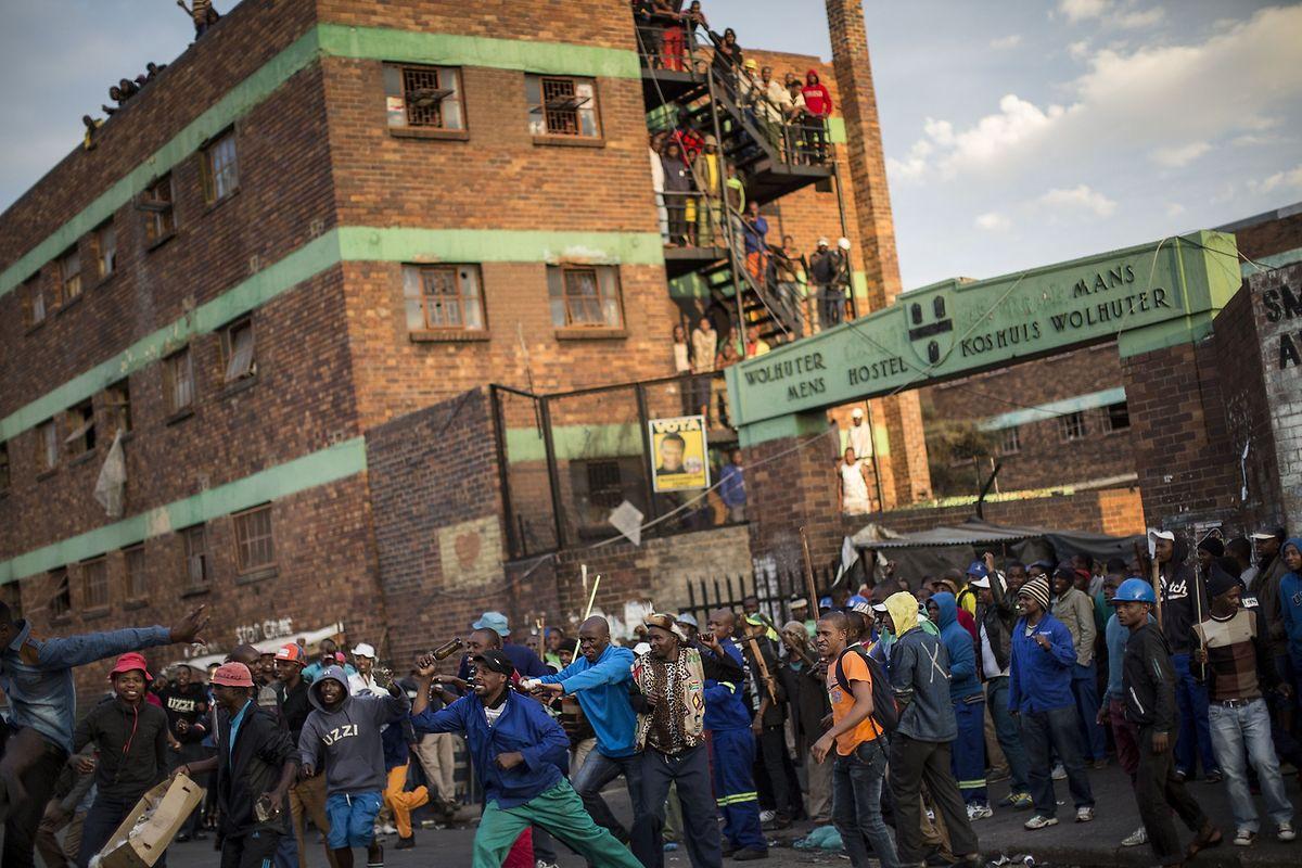 Die ausländischen Südafrikaner suchen Schutz in den von Mauern und Zaun abgeriegelten Hospiz.