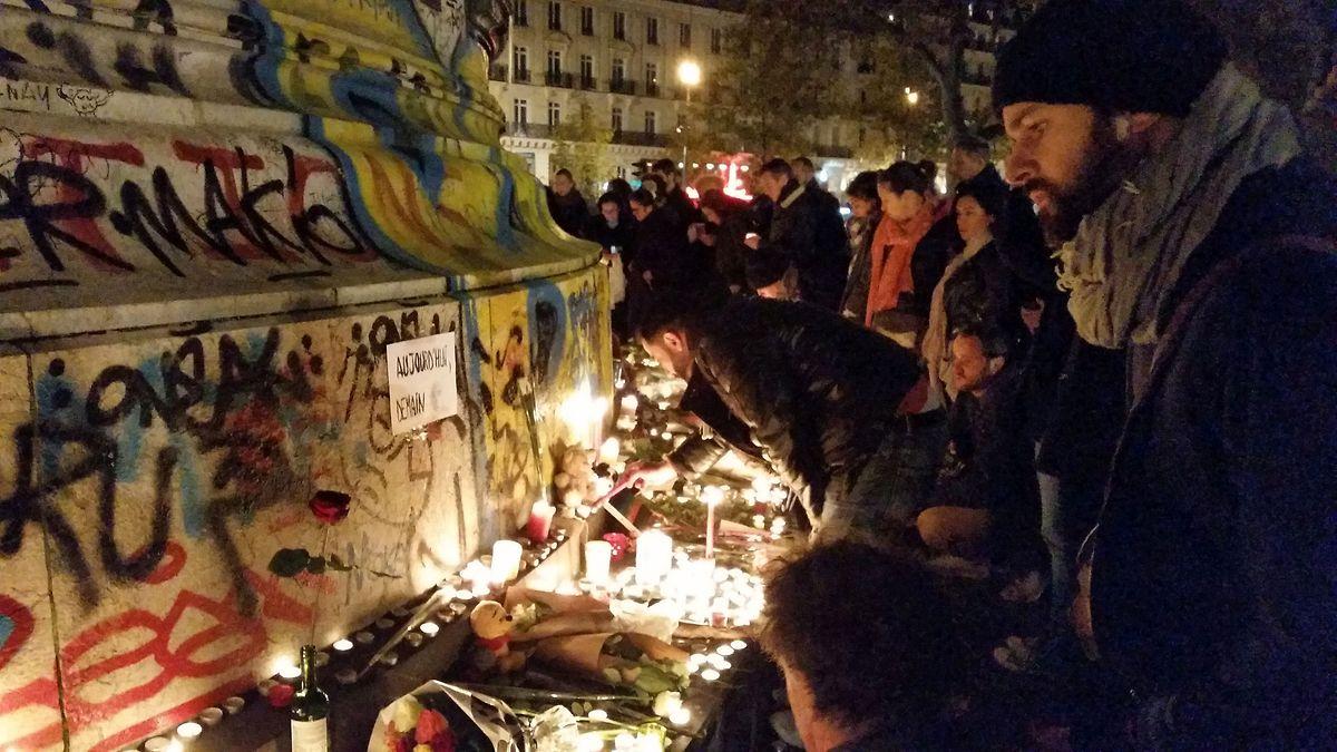 Pierre (à droite): «J'habite dans le 10e arrondissement et je me sens concerné par ce qui se passe comme tous les Parisiens et tous les Français. Des attaques ont eu lieu à 150 mètres d'ici.»