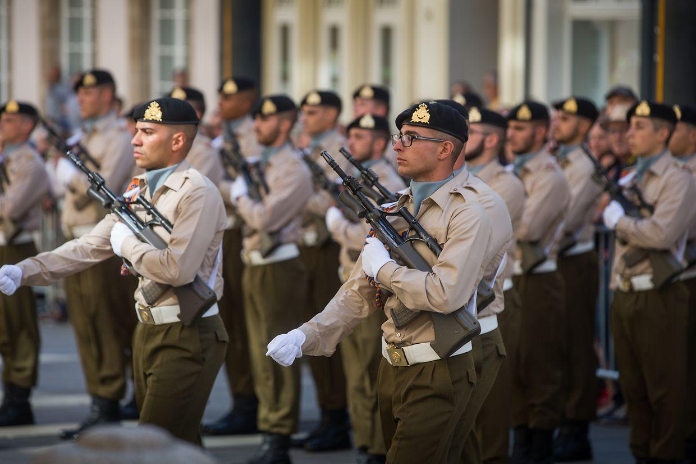 Die Soldaten der luxemburgischen Armee vor dem großherzoglichen Palais.