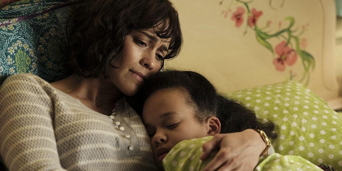 Laura (l.) will den Tod ihrer Tochter Serena ungeschehen machen.