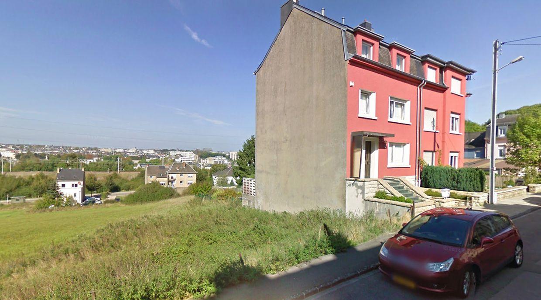 A gauche de cet immeuble s'établira le futur numéro 6, rue d'Ethe