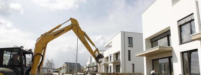 """""""Immer mehr bauen, immer weiter so?"""", lautete eine zentrale Frage der Podiumsdiskussion. Für Gast Gibéryen (ADR) fährt Luxemburg gegen die Wand: """"Wenn das so weitergeht, ist in zehn, zwanzig Jahren alles zubetoniert""""."""