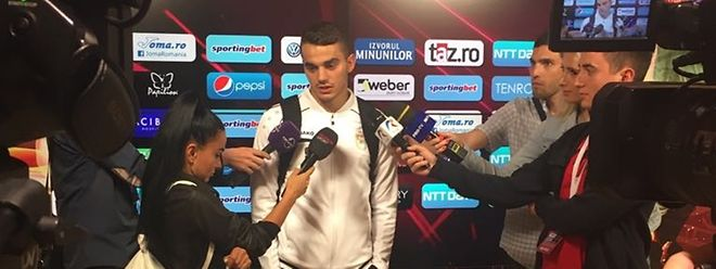 Danel Sinani accaparé par les médias après sa performance à Cluj. Et maintenant, place à un autre calibre.