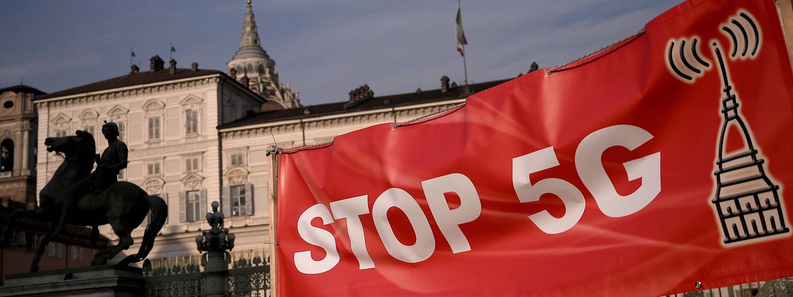 Le 25 janvier, lors de la Journée mondiale contre le déploiement de la 5G, les manifestants avaient réclamé des moratoires et la création de zones blanches dénuées d'ondes.
