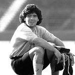 Video. Veja alguns dos melhores golos de Maradona
