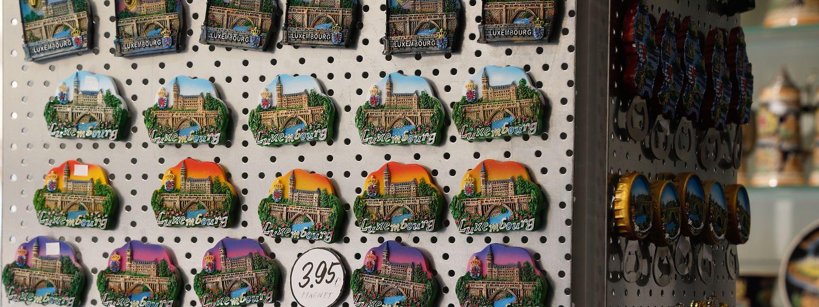 La vente de souvenirs est en chute libre, suivant la même pente que le nombre de nuitées assurées par les touristes dans la capitale.