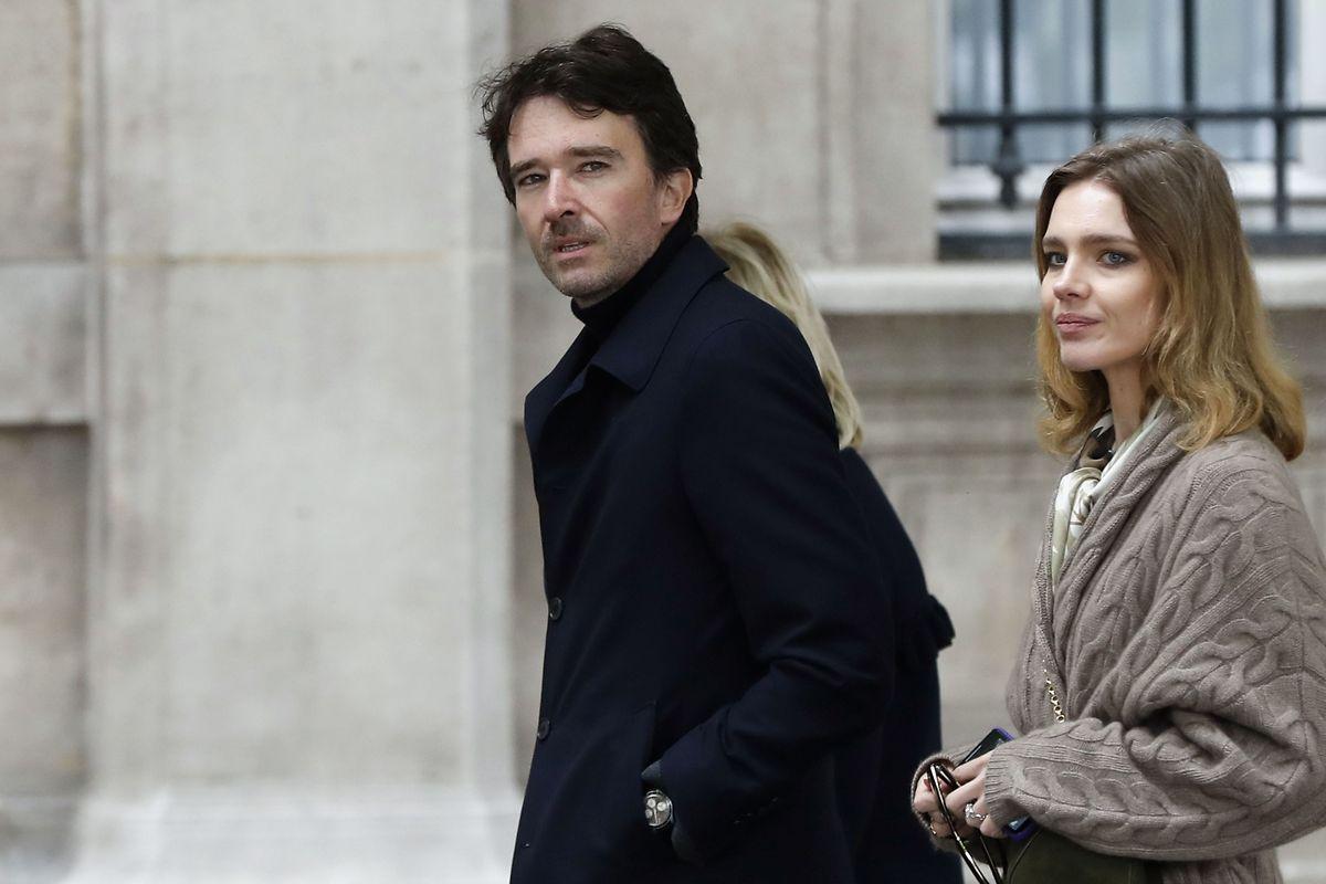 Spender Antoine Arnault und seine Frau Natalia Vodianova kommen am Tag nach der Katastrophe an der Notre-Dame Kathedrale an um den Schaden ersterhand zu sehen.
