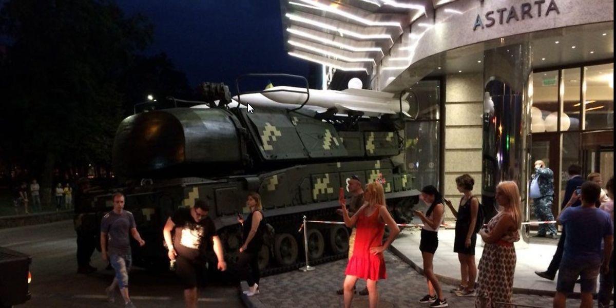 Zum Glück nichts passiert: Missgeschick bei einer Militärparade