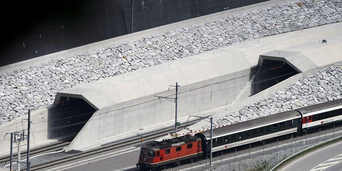 Das Nordportal des Tunnels befindet sich nahe der einstigen Eisenbahnerstadt Erstfeld.