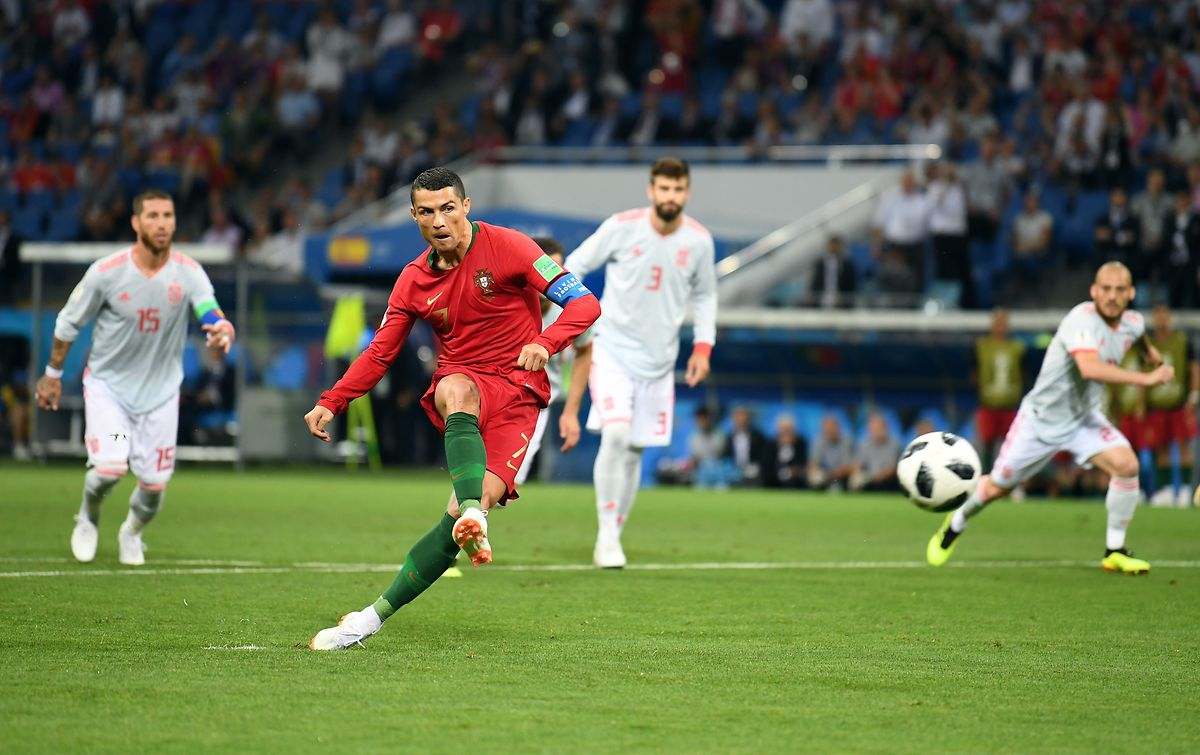 Cristiano Ronaldo marcou de grande penalidade o golo inaugural do Portugal-Espanha.