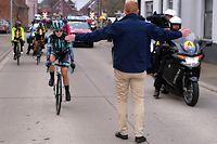 Nicole Hanselmann musste beim Omloop Het Nieuwsblatt anhalten, da sie das Männerpeloton eingeholt hatte. Für viele Menschen eine Metapher der Realität.