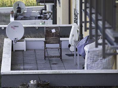Schuss aus dem Nichts. Auf dieser Terrasse wurde am Sonntag eine 48-jährige Belgierin unvermittelt von einer Kugel am Kopf getroffen und schwer verletzt.