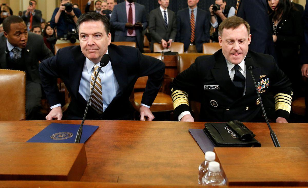 James Comey (.) und NSA-Direktor Mike Rogers bei ihrer Anhörung.
