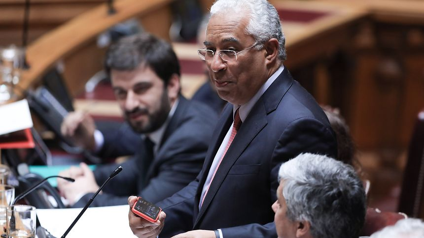 O primeiro-ministro, António Costa, usa da palavra durante o debate quinzenal com o primeiro-ministro na Assembleia da República, Lisboa, 10 de maio de 2017. ANTÓNIO COTRIM/LUSA