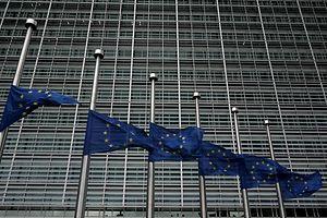 Bandeiras a meia haste nas instituições da UE
