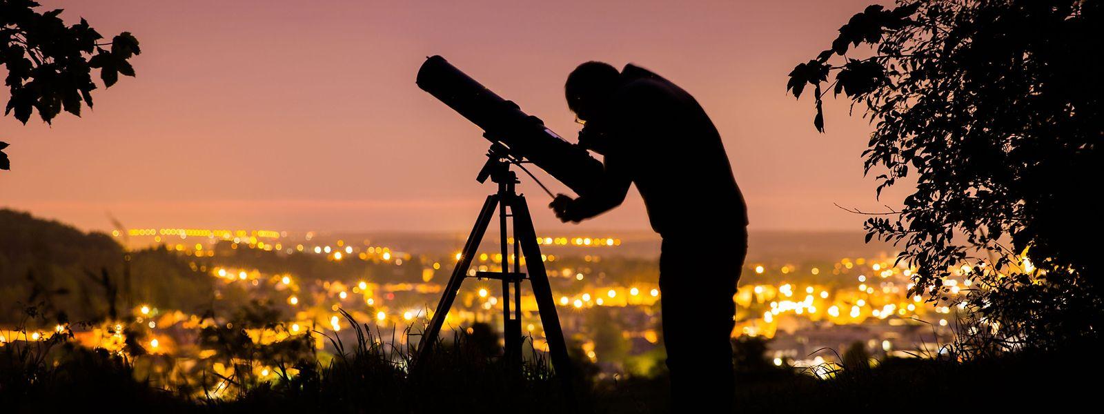 Die Lichtverschmutzung behindert den freien Blick auf den Sternenhimmel.
