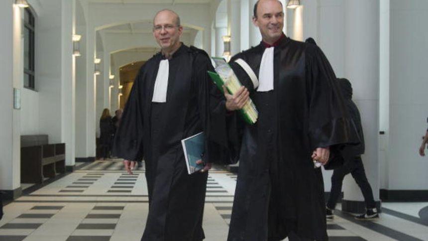 """Der beigeordnete Staatsanwalt Georges Oswald (r.) hat für Mittwoch Strafanträge gegen """"eine ganze Reihe von Personen angehört""""."""