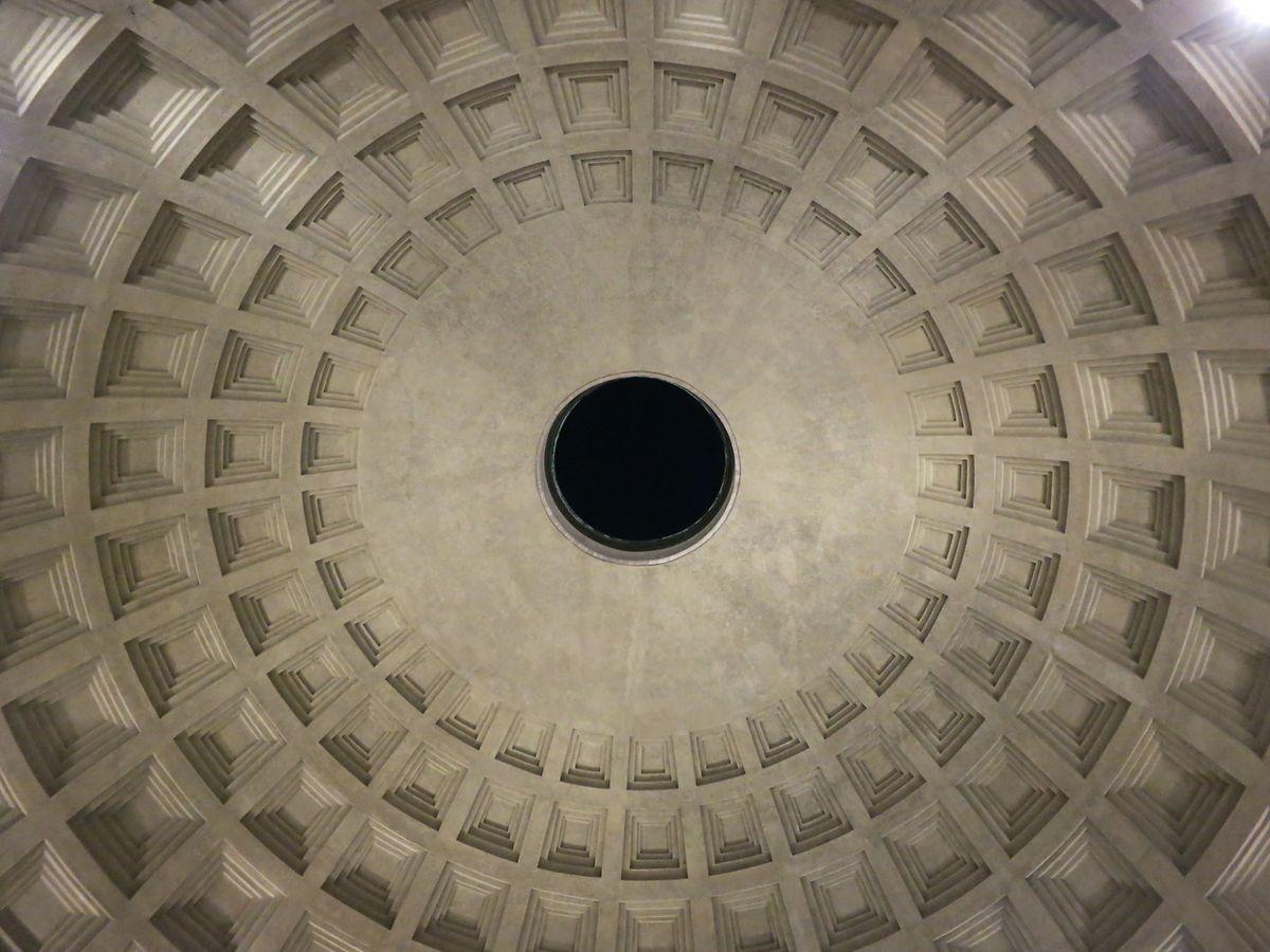 Ein 8,2 Meter großes Loch entzieht sich jeglicher Logik der Architektur.
