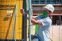 Der Letzte schließt ab: An den meisten Baustellen ruht ab Freitag für drei Wochen der Hammer.