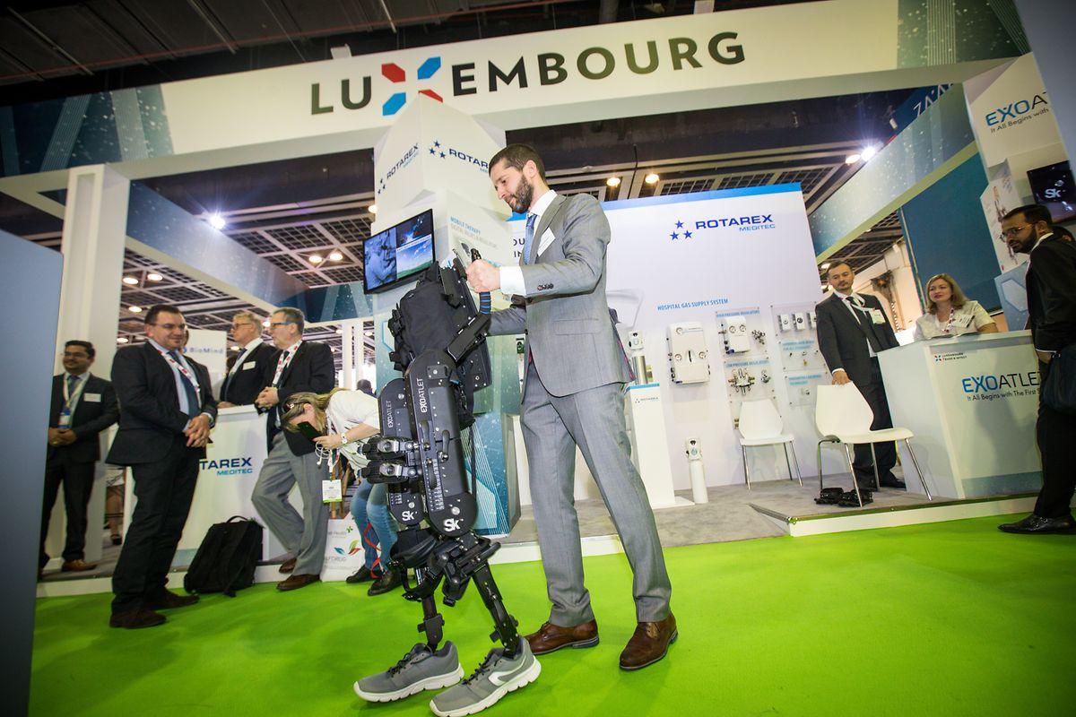 Maksim Krasnoperov, de la société ExAtlet, profite de sa venue à Dubaï pour vanter les capacités de son exosquelette.