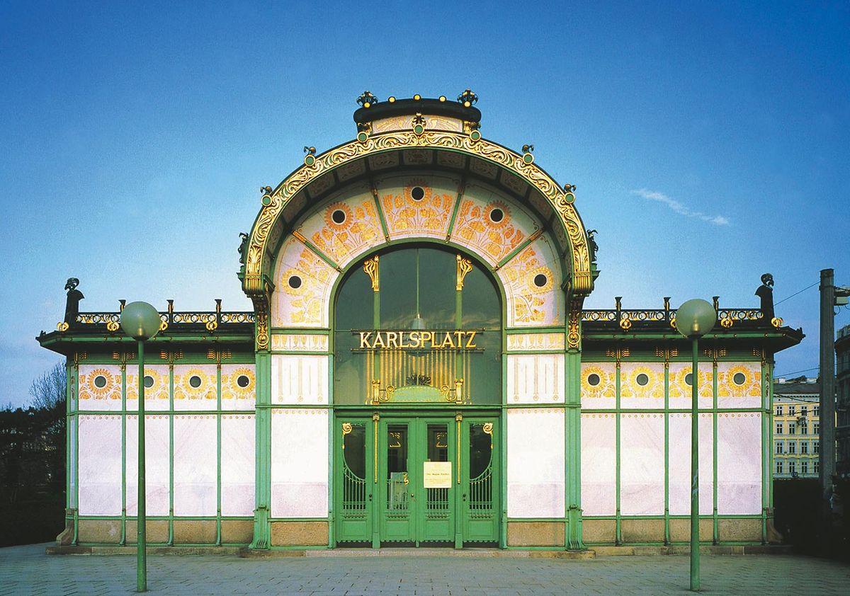Echte Designklassiker: Nicht nur im Inneren, sondern auch außen lassen die Wiener U-Bahn-Stationen den Jugendstil wieder aufleben. Hier zu sehen: das Gebäude am Karlsplatz.