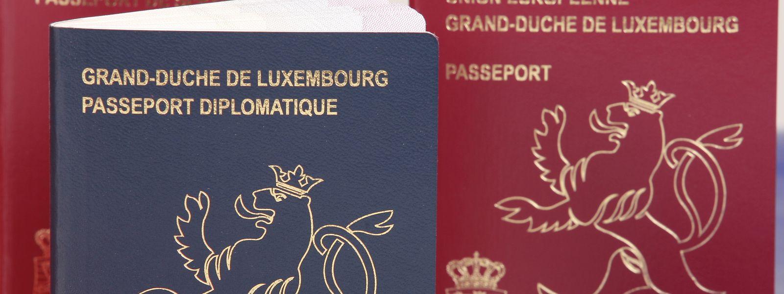 Für die Einbürgerung ist ein Aufenthalt von mindestens fünf Jahren in Luxemburg erforderlich. Zudem werden Kenntnisse in der Landessprache verlangt.