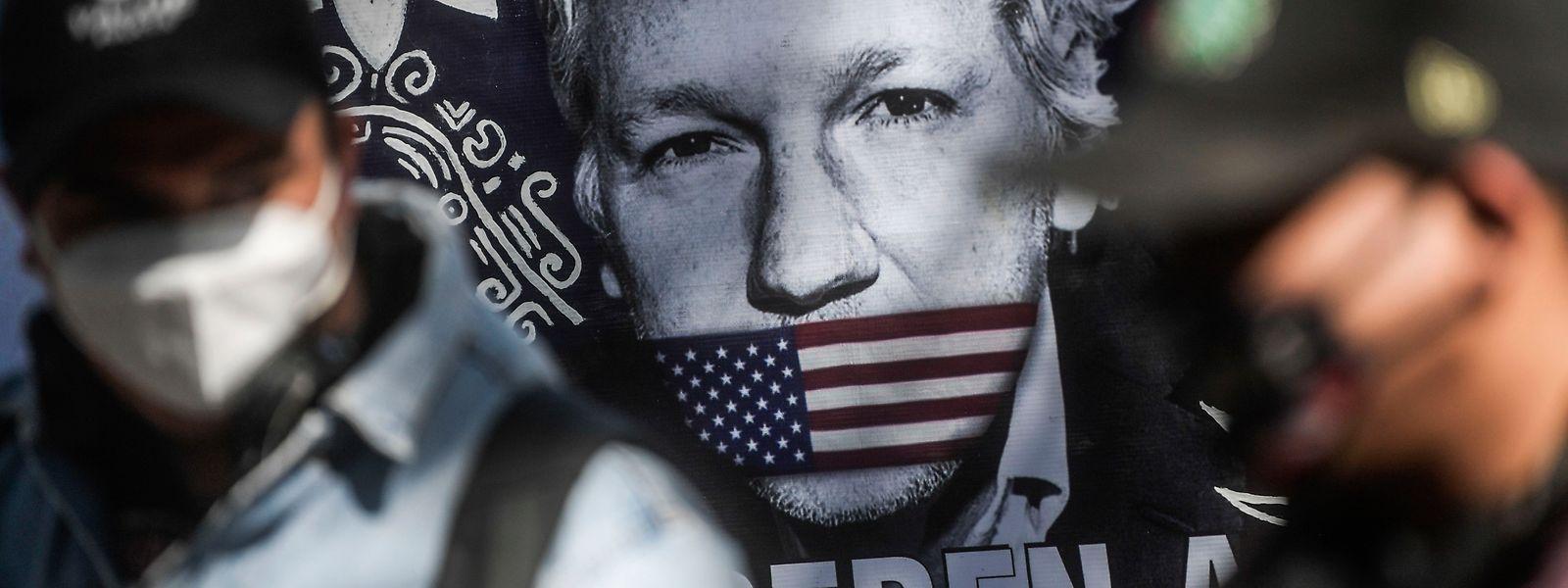 Weltweit fordern Demonstranten die Freilassung des Wikileaks-Gründers.