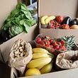 Trois boîtes composées de fruits et légumes bio (Le Chat Biotté).