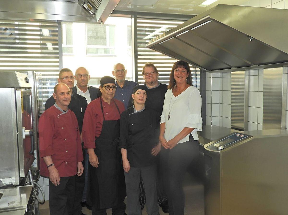 Le four professionnel (à droite) acquis par l'asbl Stëmm vun der Strooss grâce aux dons versés, doit permettre de répondre à une demande croissante de repas servis aux sans-abri.