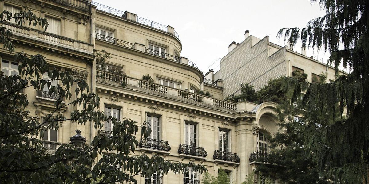 Arcadi Gaydamak nous a invités dans son luxueux appartement de l'avenue Foch à Paris. L'homme d'affaires veut régler ses comptes avec ses anciens partenaires financiers au Luxembourg, Pierre Grotz et Vitaly Malkin.