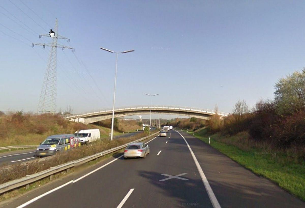 Auf der A1 lief ein verwirrtes Kind auf der Autobahn.