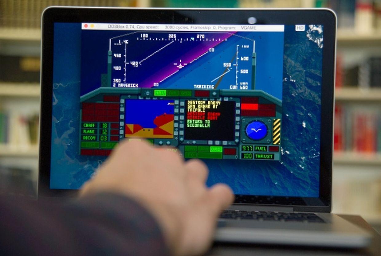 Ein Klassiker von 1991 auf einem Computer des Jahres 2015? Das geht - mit dem kostenlosen Emulator DosBox und ein wenig Tüfteln läuft F-117 Stealth Fighter 2.0 von Microprose auf einem modernen MacBook.