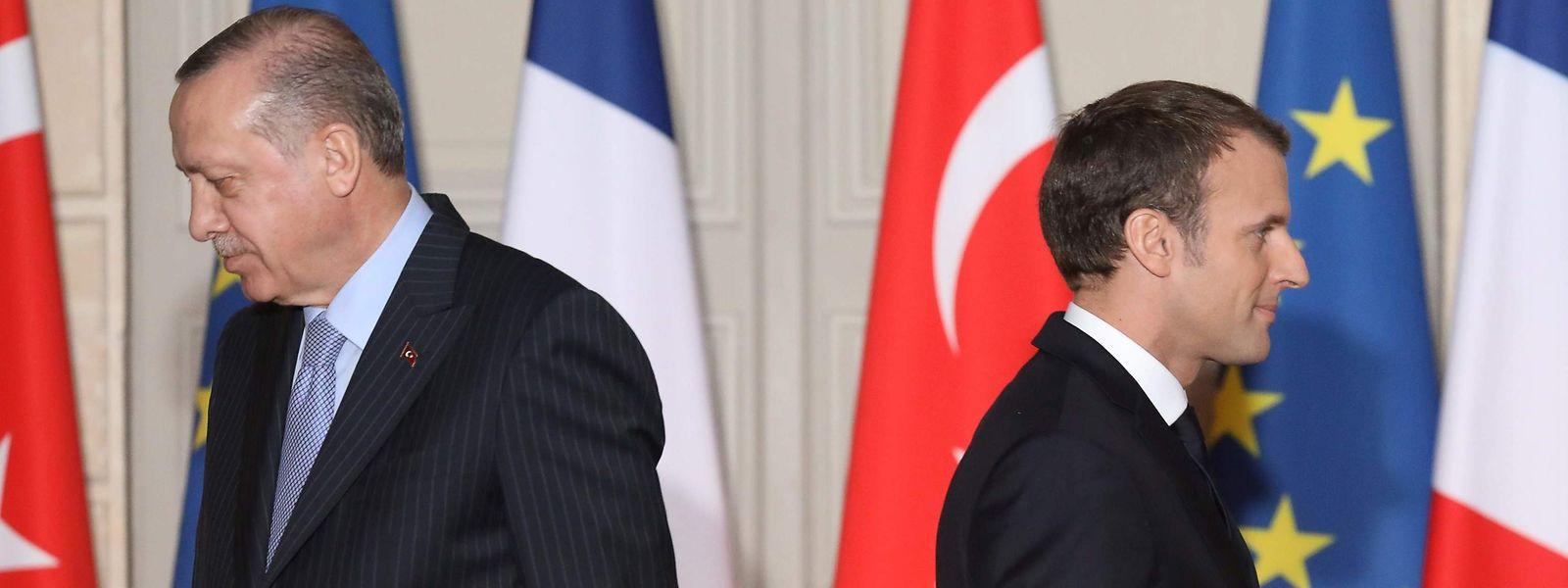 Der französische Präsident Emmanuel Macron zusammen mit seinem türkischen Amtskollegen Recep Tayyip Erdogan bei einer Pressekonferenz in Paris im Jahr 2018.