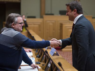 Lucien Welter, author of public petition n ° 698, greets Prime Minister Xavier Bettel.