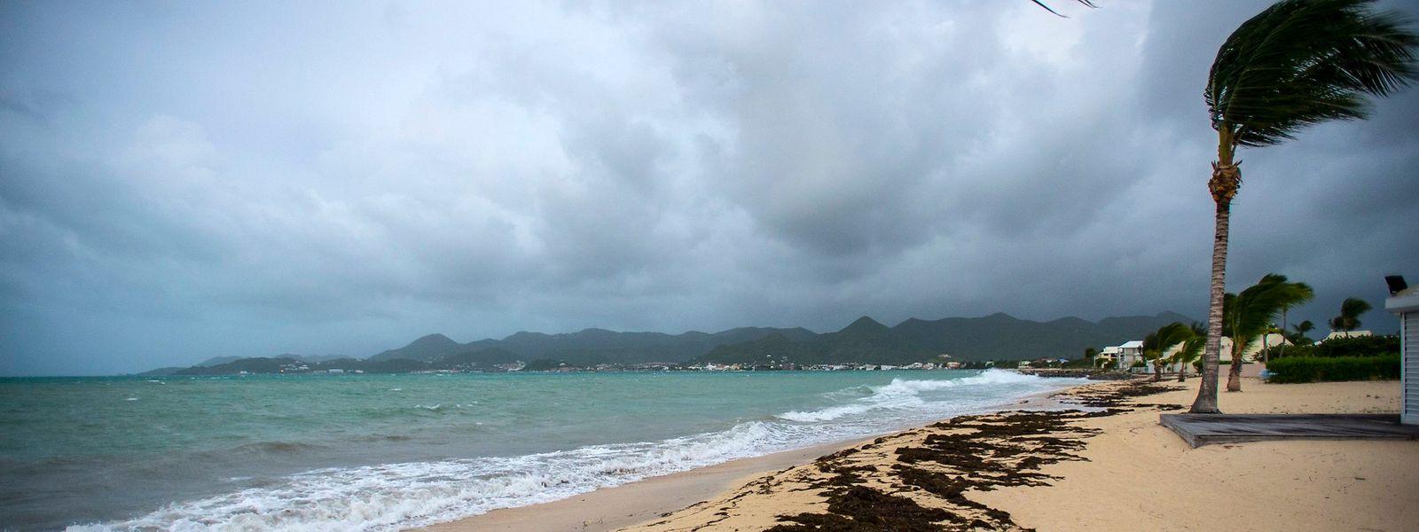 Im Küstenort Marigot auf Saint-Martin kündigt sich Irma mit Starkwinden an.