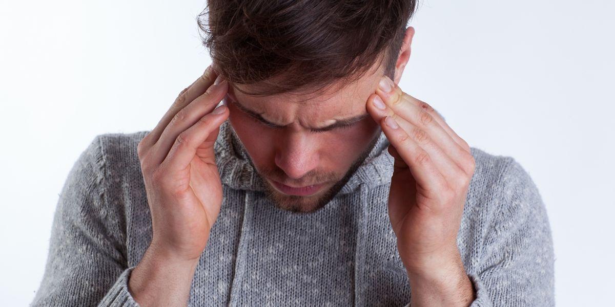 Oft haben Kopfschmerzen oder Migräne-Anfälle bestimmte Auslöser: zum Beispiel Durst, Wetterumschwung, zu viel Sonne oder Alkohol.