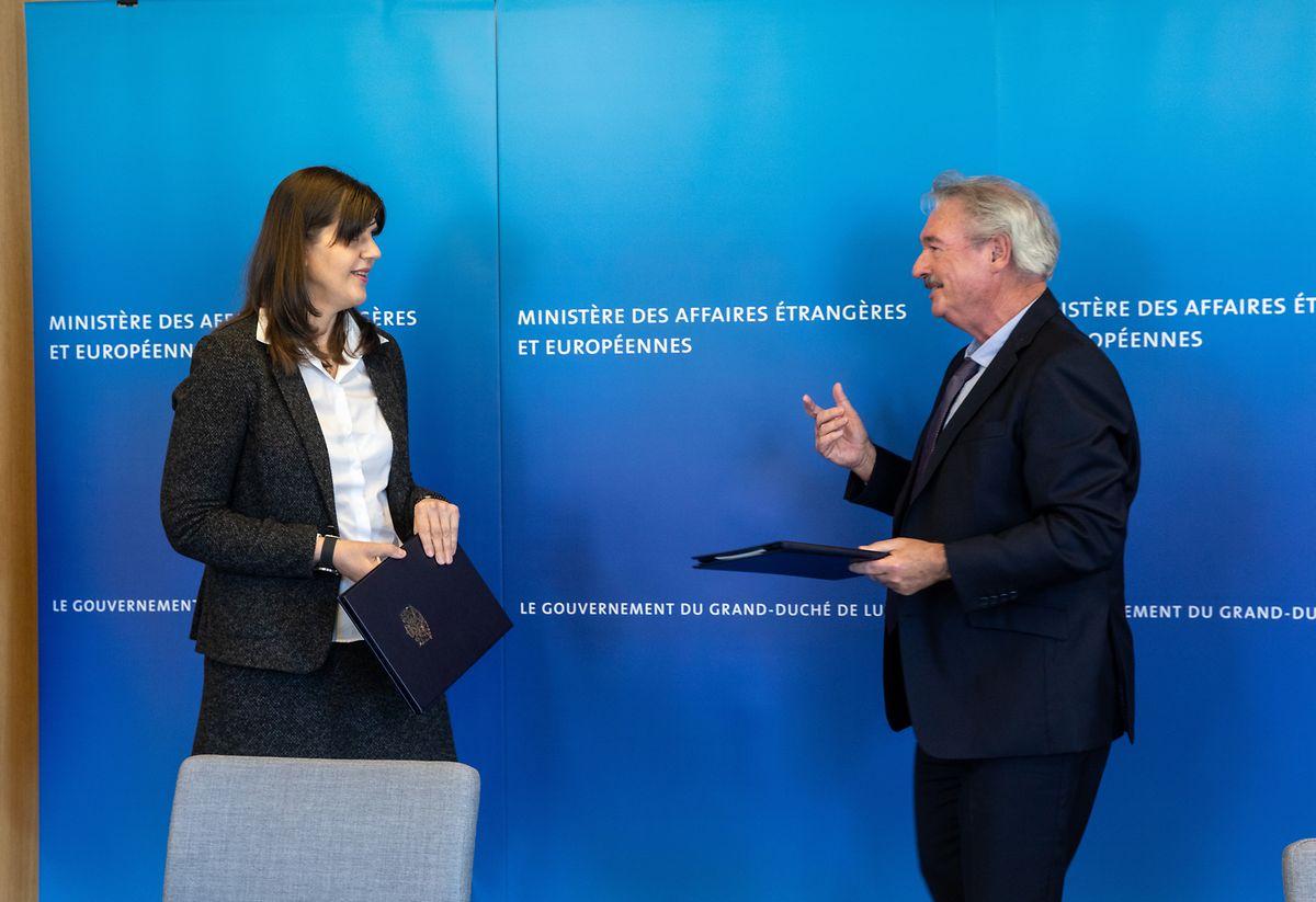 Laura Codruta Kövesi, cheffe du Parquet Europeen et Jean Asselborn, ministre des Affaires étrangères ont signé l'accord de siège ce vendredi.