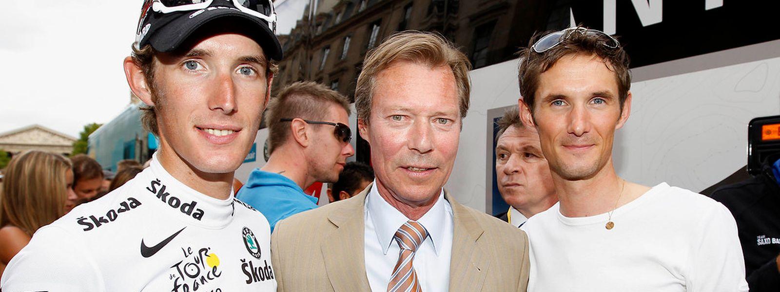 Le Grand-Duc est un grand fervent amateur de sport. Ici il se trouve en compagnie de Fränk et d'Andy Schleck