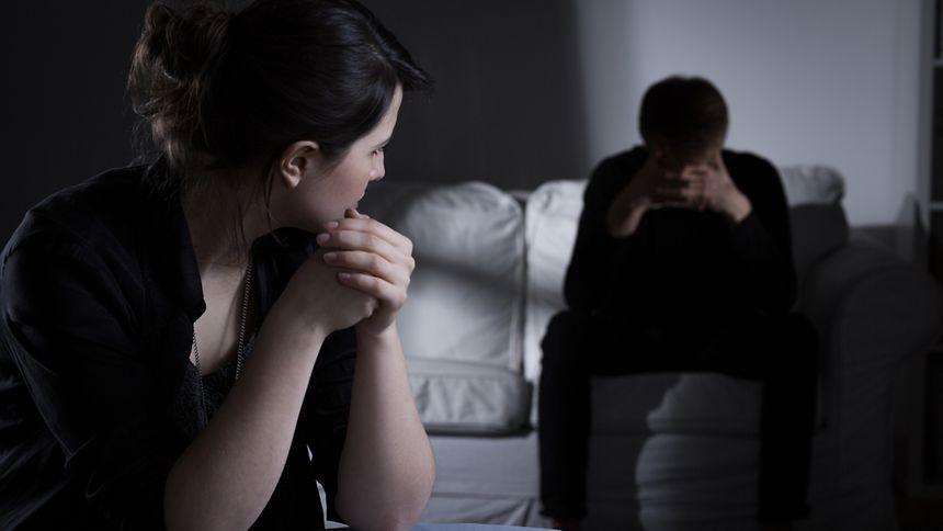 Schizophrenie ist nicht nur für Erkrankte, sondern auch für deren Angehörigen eine enorme Belastung. Die Vorurteile, die es über die Krankheit gibt, verstärken diesen Leidensdruck zusätzlich.