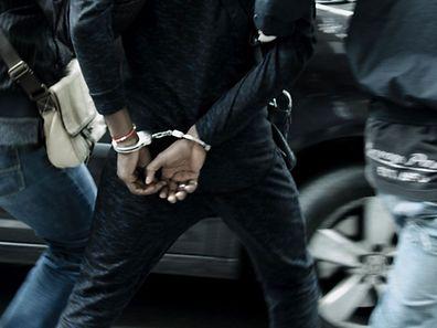 Les deux hommes ont été arrêtés et traduits devant un juge d'instruction vendredi après-midi.