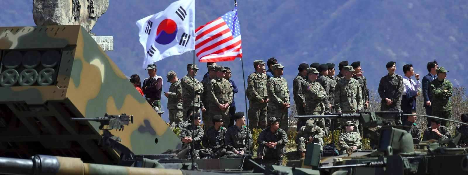 """(FILES) This file photo taken on April 26, 2017 shows South Korean and US soldiers watching from an observation post during a joint live firing drill between South Korea and the US at the Seungjin Fire Training Field in Pocheon, 65 kms northeast of Seoul. The US military has indefinitely postponed major joint exercises with South Korea, an official told AFP on June 14, 2018, acting on President Donald Trump's pledge to halt the """"provocative"""" military drills following his summit with North Korea's Kim Jong Un. / AFP PHOTO / JUNG Yeon-Je"""