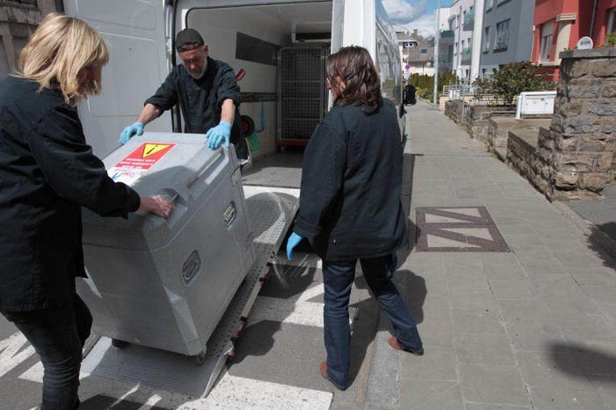Lebensmittelhändler müssen strikte Hygienestandards für den Transport ihrer Lebensmittel an gemeinnützige Vereinigungen einhalten. Im Lieferwagen bedarf es beispielsweise eines Kühlraums.