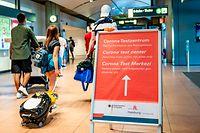 Im Hamburger Helmut-Schmidt-Flughafen werden Reiserückkehrer aus Risikogebieten auf Corona getestet.