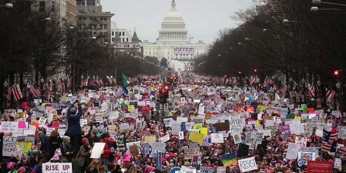 In Washington versammelten sich bis zu einer Million Demonstrantinnen und Demonstranten, um gegen Trump zu protestieren.