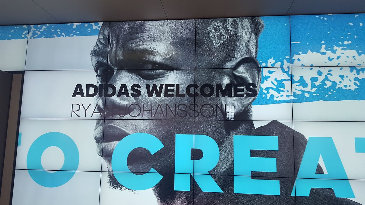Auch der Ausrüster Adidas hieß Ryan Johansson Willkommen. In einigen Jahren könnte auch er auf diesem Bild sein, das Paul Pogba von Manchester United zeigt.