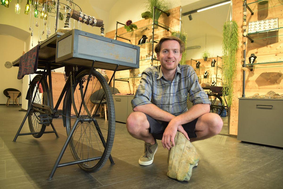 """Bietet Kunsthandwerk aus der Region an: Fabian Elia Almesberger im Shop """"Donau Stein Design""""."""