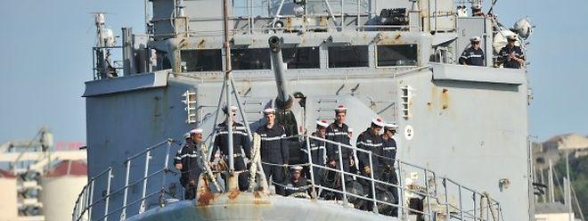 Auch die französische Marine beteiligt sich mittlerweile an den Rettungsaktionen.