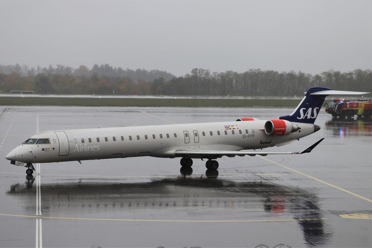 Die CRJ-900 bietet 90 Passagieren Platz.
