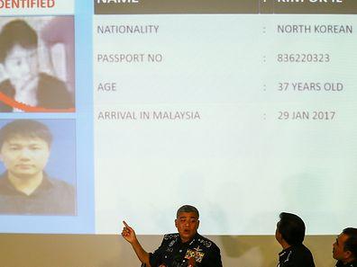 Malaysias Polizeichef Khalid Abu Baker bei einer Pressekonferenz.
